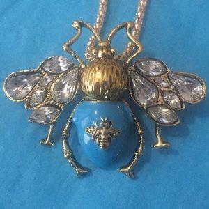Queen 👸 🐝 necklace/broach